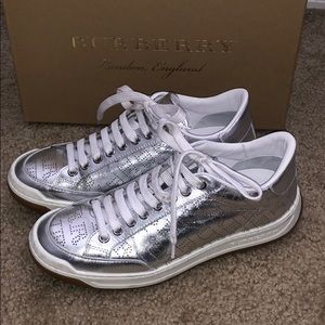 Burberry timsbury leather perforated sneaker 36